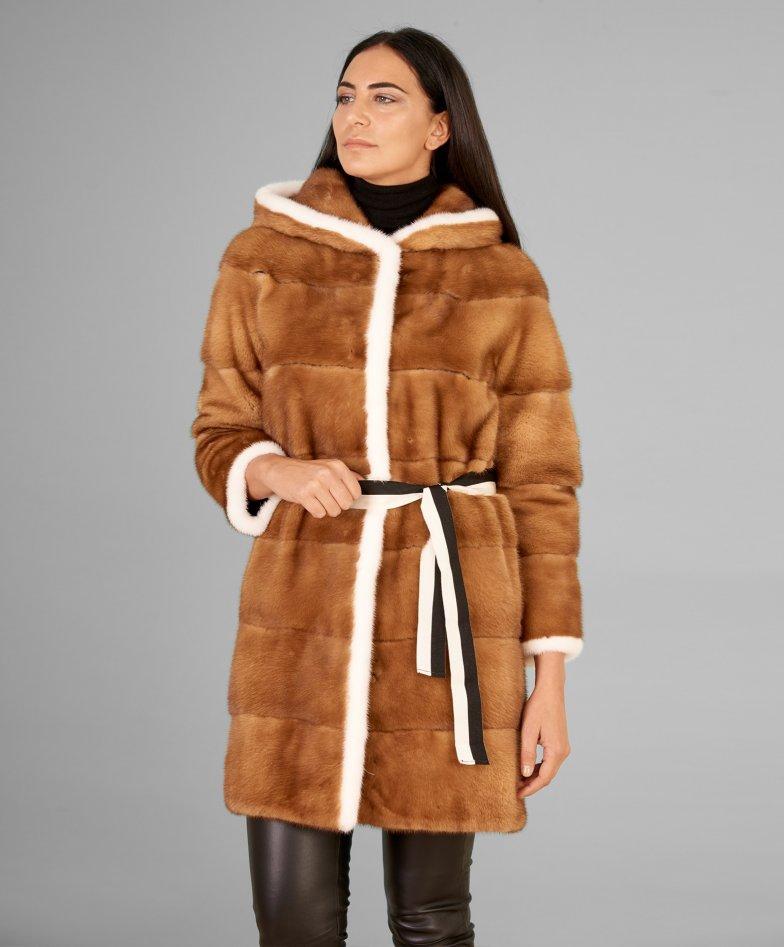 Mantel aus Nerz mit  Kapuze und langen Ärmeln • Honig Farbe